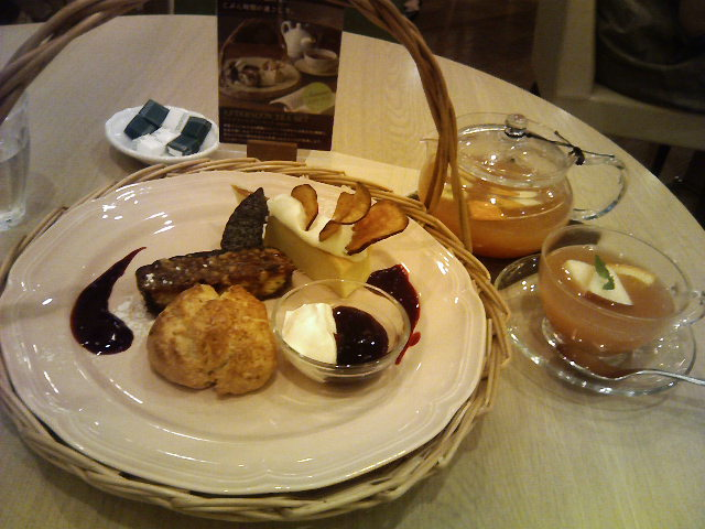 アフタヌーンティーで楽しくお茶とお買いもの♪_b0137453_14455510.jpg