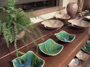 八郷在住陶芸家、朝倉さんの陶展、28日まで_e0109554_7244137.jpg