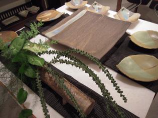 八郷在住陶芸家、朝倉さんの陶展、28日まで_e0109554_725311.jpg