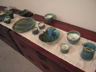 八郷在住陶芸家、朝倉さんの陶展、28日まで_e0109554_725419.jpg