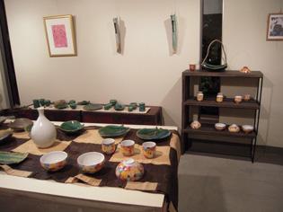 八郷在住陶芸家、朝倉さんの陶展、28日まで_e0109554_7284977.jpg