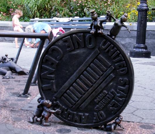マンハッタンでは有名な小人くん達のパブリック・アート _b0007805_8402893.jpg