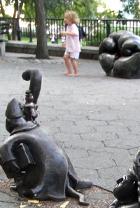 マンハッタンでは有名な小人くん達のパブリック・アート _b0007805_9404441.jpg