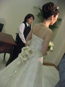 ドレス刺繍にうっとりでした。。。。_c0043737_12303098.jpg