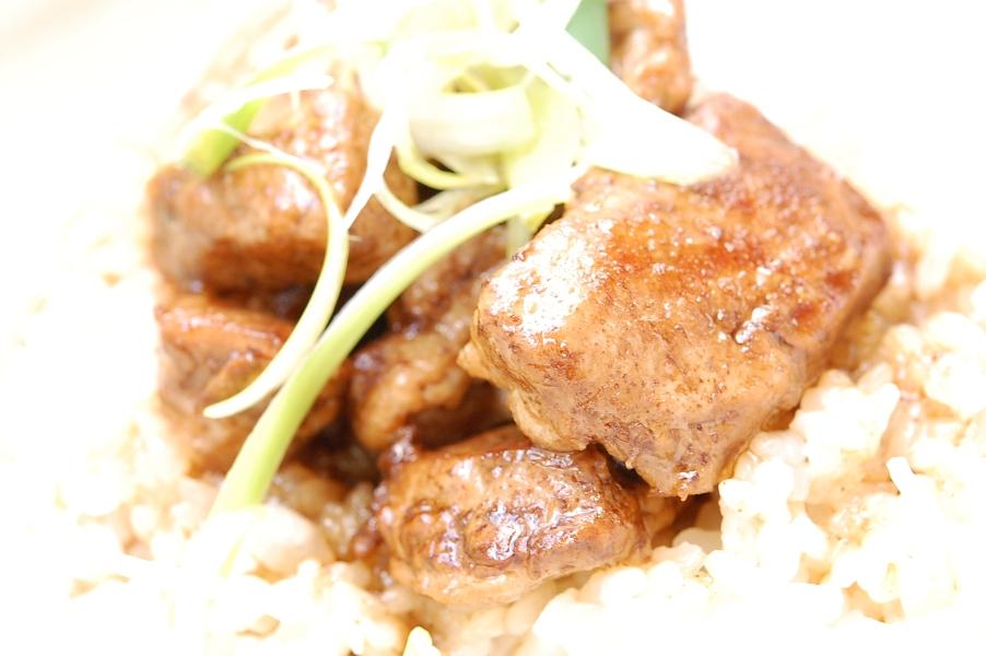 こっくり美味しい☆マグロのバルサミコ照り焼き丼☆_d0104926_0103396.jpg