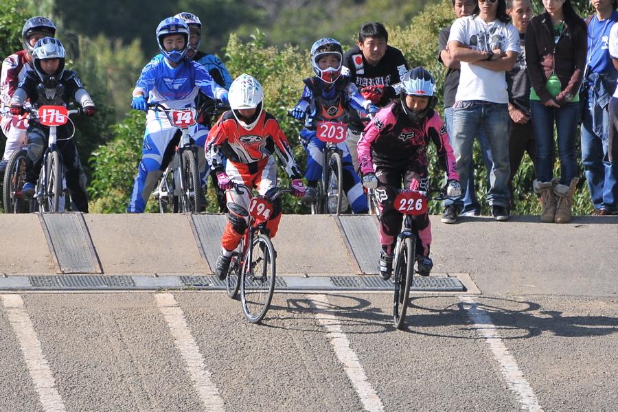 2008JBMXF西日本BMX選手権大会IN大阪VOL 6:年齢別クラス決勝その1_b0065730_1942257.jpg