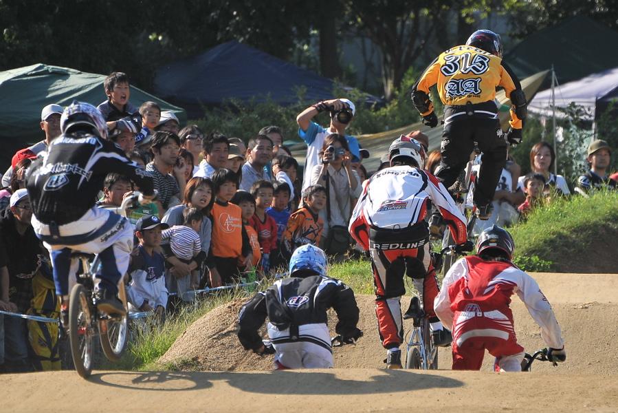 2008JBMXF西日本BMX選手権大会IN大阪VOL 9:年齢別クラス決勝その4_b0065730_2338114.jpg