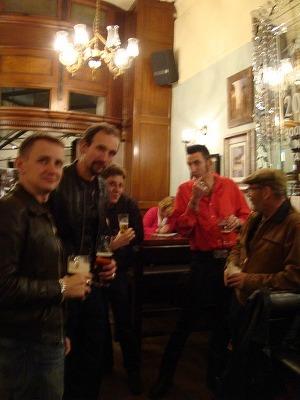 Johnny\'s garage, Matt from Dice and Pub Alrfred_f0164058_7311320.jpg