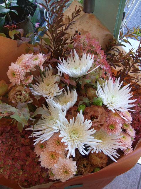 オークリーフ(秋色ミナズキとアナスタシアの花束)_f0049672_168585.jpg