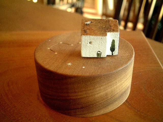 木の家_e0137684_22463842.jpg