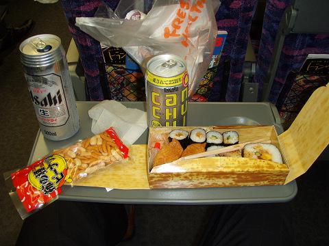 新幹線のテーブルについて考えてみた_b0074601_23121867.jpg