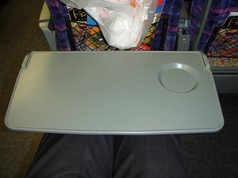 新幹線のテーブルについて考えてみた_b0074601_23191268.jpg