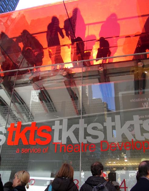 ついにタイムズ・スクエアの新生TKTSブース完成_b0007805_19334380.jpg