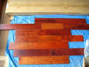 色鮮やかな床材は・・・_f0129627_18403248.jpg