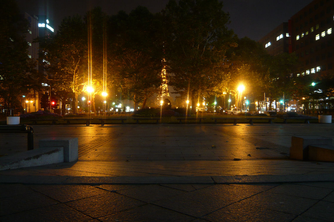 それでは画像要領アップ記念に夜の大通り公園を一枚 ■  [PR] 夜の街は静かで深い海のよう