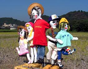 榊原温泉に案山子が続々_b0145296_15351617.jpg
