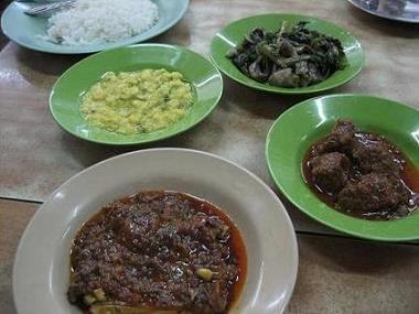 ミャンマー:ヤンゴンの食堂「203」_e0152073_4131324.jpg
