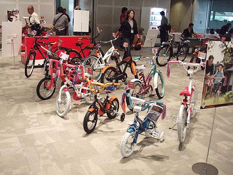 「SCHWINN」「CENTURION」2009モデル展示会_e0126901_1249043.jpg