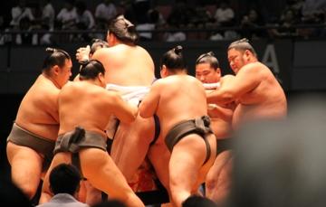 大相撲広島場所巡業_e0074251_1881974.jpg