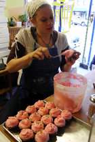 カップケーキで募金活動 Buttercup Bake Shop_b0007805_15403566.jpg