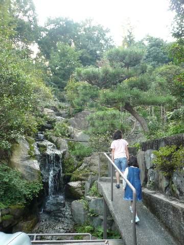 滝のある家_b0054727_20454188.jpg