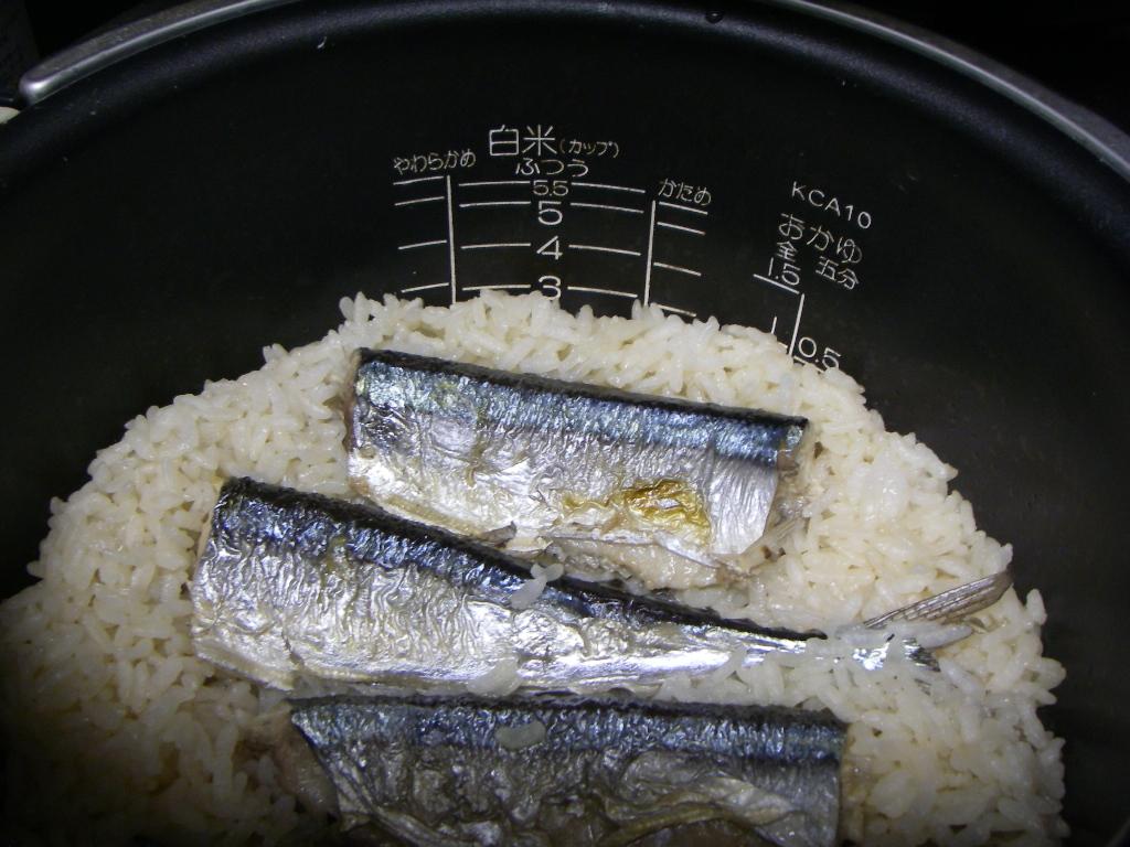 秋刀魚の炊き込みご飯を再現_f0015348_0182138.jpg