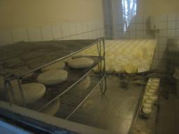 グルマンの旅〜山羊のチーズ屋さん_a0043319_17374752.jpg