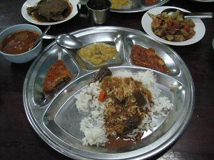 ミャンマー:ヤンゴンのインド料理店「Doe Meik Swe」_e0152073_15482519.jpg