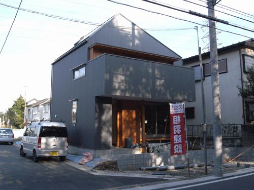i-worksモデルハウスの外壁が仕上がりました。_c0178231_19494372.jpg