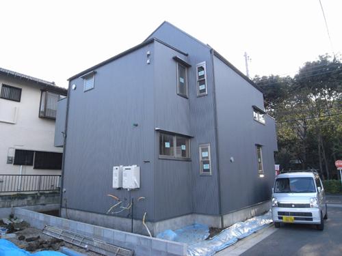i-worksモデルハウスの外壁が仕上がりました。_c0178231_19593196.jpg