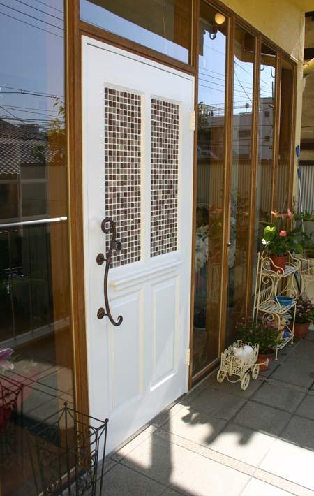 もう一枚の店舗用ドアおon Tile_e0074935_14374061.jpg