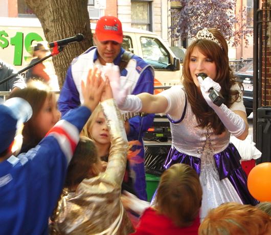 ケイティ姫のハロウィン・ライブに遭遇 2008_b0007805_1232815.jpg