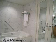 ホテル阪急インターナショナル バスルーム編_c0134734_22212748.jpg