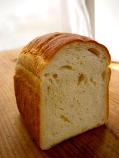 酒粕酵母で食パン(牛乳20%+なたね油4%)_c0110869_21551984.jpg