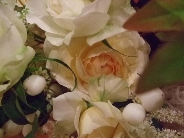 オークリーフ(紅葉ヒぺりカムとシンフォリカルホスを添えた花束)_f0049672_14252031.jpg