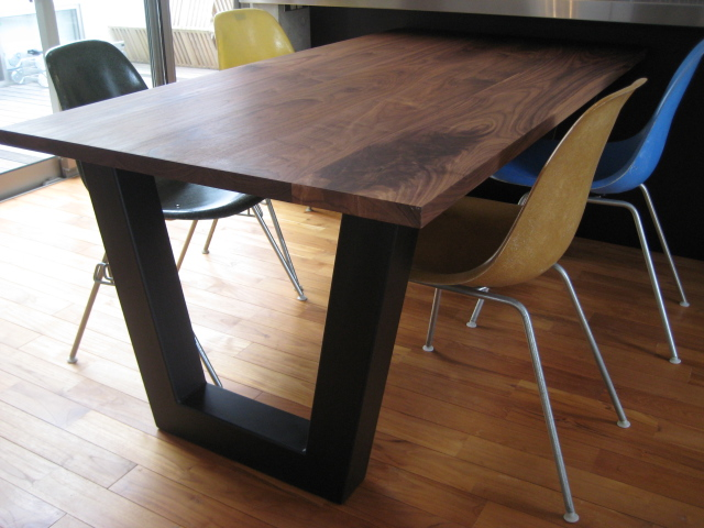 V DINING TABLE_c0146581_13581227.jpg