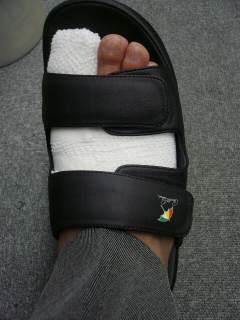 怪我を活用したイタズラ_b0054727_8544712.jpg