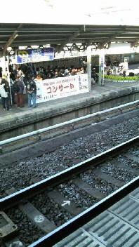 駅ホームでライブ!!_d0011635_15421156.jpg