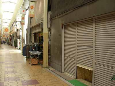 シャッター商店街。_d0136282_12103450.jpg