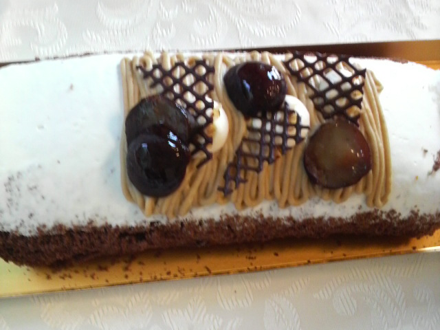 ケーキもらったぁぁぁ_e0114246_19474252.jpg