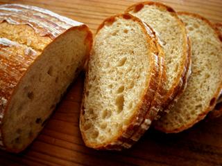 炒り玄米粉のカンパーニュ、同じ生地でアズキぐるぐる_c0110869_22351390.jpg