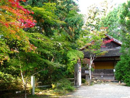 紅葉を訪ねて-神護寺2大師堂_e0048413_2371995.jpg