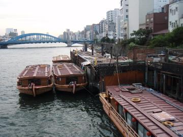 隅田川沿いで_b0132442_2023985.jpg