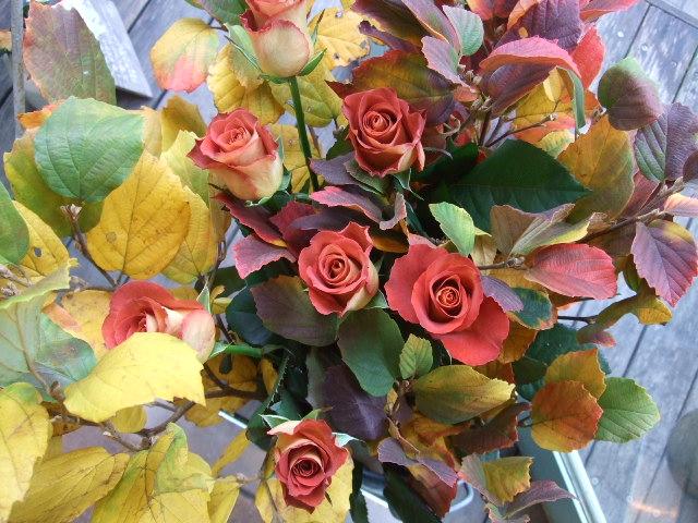 オークリーフ(白花万作とレオニダスの花束)_f0049672_13465264.jpg