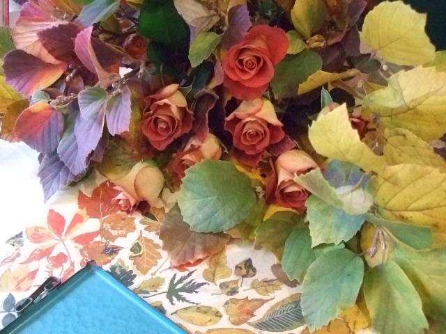 オークリーフ(白花万作とレオニダスの花束)_f0049672_13472426.jpg