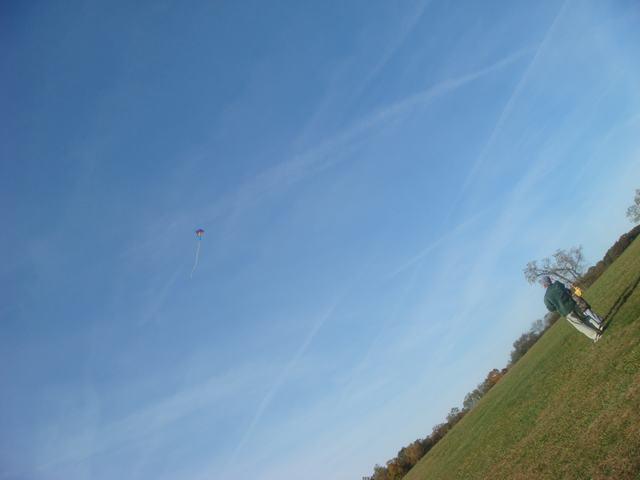 まず、風があるから凧揚げから・・・、_d0100880_6422325.jpg
