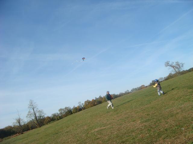 まず、風があるから凧揚げから・・・、_d0100880_642270.jpg