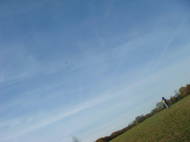 まず、風があるから凧揚げから・・・、_d0100880_6433277.jpg