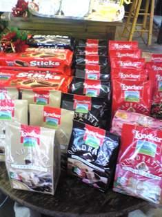 クリスマスに食べたい!おいしいお菓子入荷しました♪_b0136223_1439554.jpg