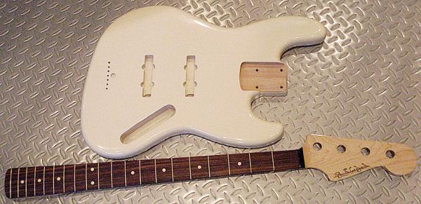 店頭販売用「Milk色のModern J-Bass」の塗装が完了!_e0053731_19325681.jpg